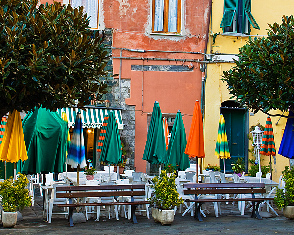 Lunch in the Piazza - Vernazza, Cinque